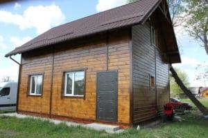 Заміський будинок побудований з дерева купленого в Ліс Кодра