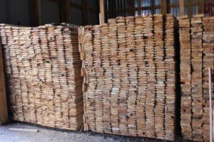 Якісно зрубана і перероблена деревина зберігається на складі