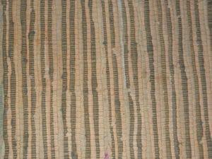 Домотканый коврик - не самое оптимально покрытие для лестницы из дерева